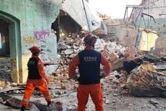 Zawaliła się stara fabryka porcelany w Wałbrzychu. Ratownicy sprawdzają gruzowisko