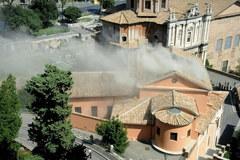 Zawalony dach kościoła w Rzymie