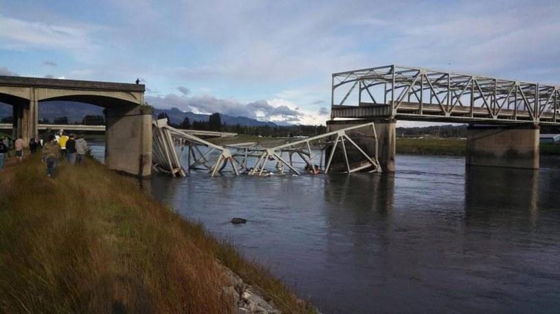 Zawalony most na autostradzie /PAP/EPA