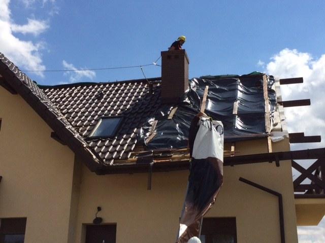 Zawały. Jeden z domów uszkodzonych przez trąbę powietrzną /Kuba Kaługa /RMF FM