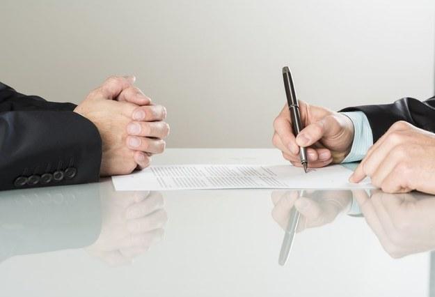 Zawarcie kolejnej umowy o pracę na czas określony z tym samym pracownikiem /123RF/PICSEL