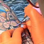 Zawarty w kolorowych tatuażach dwutlenek tytanu może być rakotwórczy