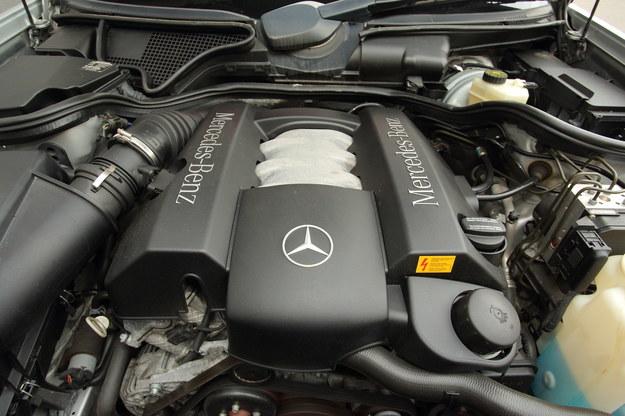 Zawiłości gamy silnikowej: w latach 1995-1997 stosowano silniki 6-cylindrowe w układzie rzędowym: 2.8 i 3.2. W latach 1998- 2002: V6 (2.4, 2.6, 2.8 i 3.2). /Motor