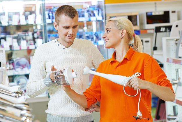 Zawód sprzedawcy w oczach klientów odbierany jest zazwyczaj pozytywnie /©123RF/PICSEL