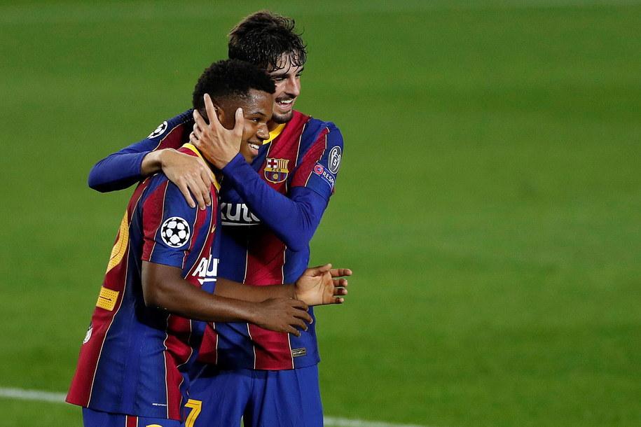 Zawodnicy FC Barcelony podczas meczu z  Ferencvaros /ALBERTO ESTEVEZ /PAP/EPA