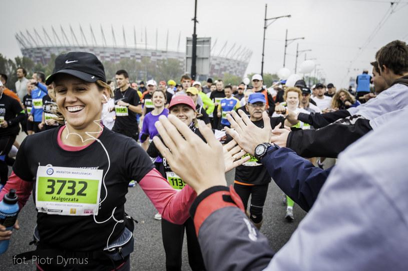 Zawodnicy na trasie Maratonu Warszawskiego /Piotr Dymus /INTERIA.PL
