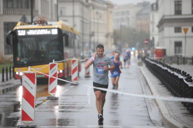 Zawodnicy na trasie maratonu /Leszek Szymański /PAP
