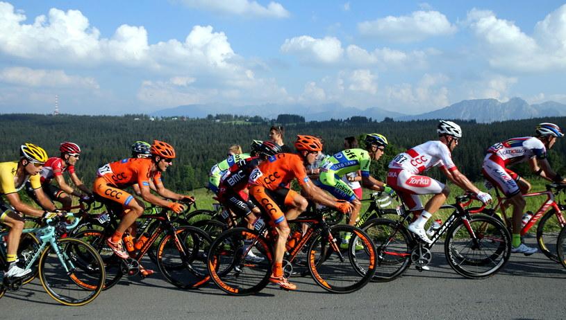 Zawodnicy na trasie piątego etapu 72. Tour de Pologne /Grzegorz Momot /PAP
