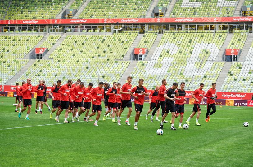 Zawodnicy piłkarskiej reprezentacji Polski podczas treningu przed towarzyskim meczem z Holandią /Adam Warżawa /PAP
