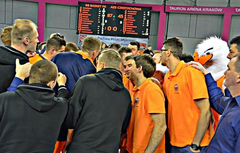 Zawodnicy R8 Basket po zwycięstwie /