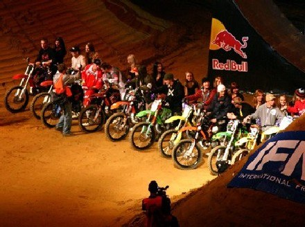 Zawodnicy startujący w Diverse Night of the Jumps /INTERIA.PL