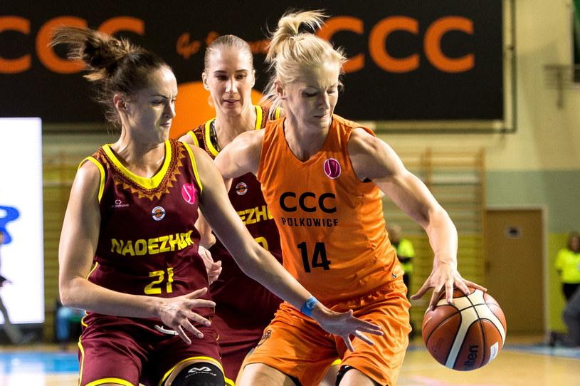 Zawodniczka CCC Polkowice Magdalena Leciejewska (P) i Tatiana Petruszina (L) z Nadieżdy Orenburg /Maciej Kulczyński /PAP