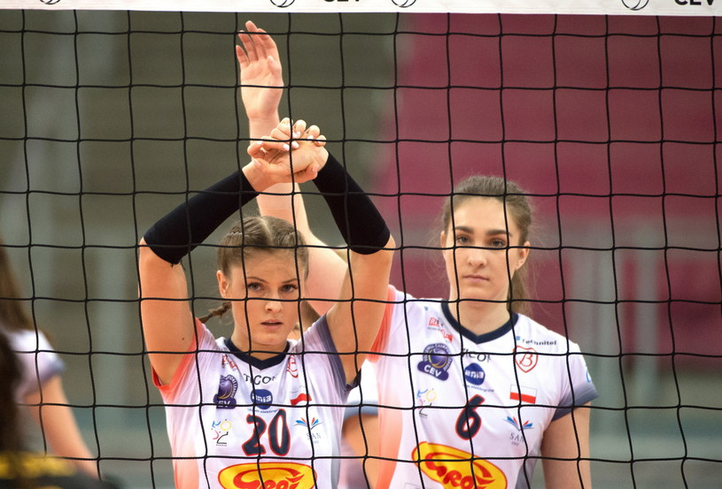 Zawodniczki Grotu Budowlanych Łódź Martyna Grajber (L) i Julia Piotrowska (P) / Grzegorz Michałowski    /PAP