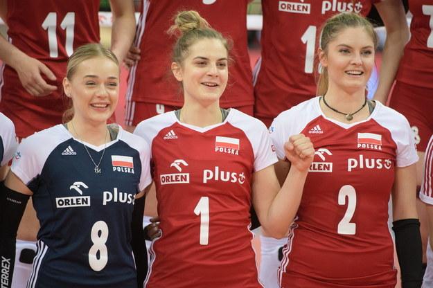 Zawodniczki siatkarskiej reprezentacji Polski Maria Stenzel (L) Julia Nowicka (C) i Martyna Grajber (P) /Grzegorz Michałowski /PAP