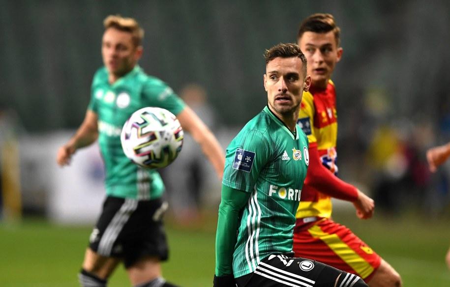 Zawodnik Legii Warszawa Marko Vesovic (C) podczas meczu piłkarskiej Ekstraklasy z Jagiellonią Białystok /Piotr Nowak /PAP