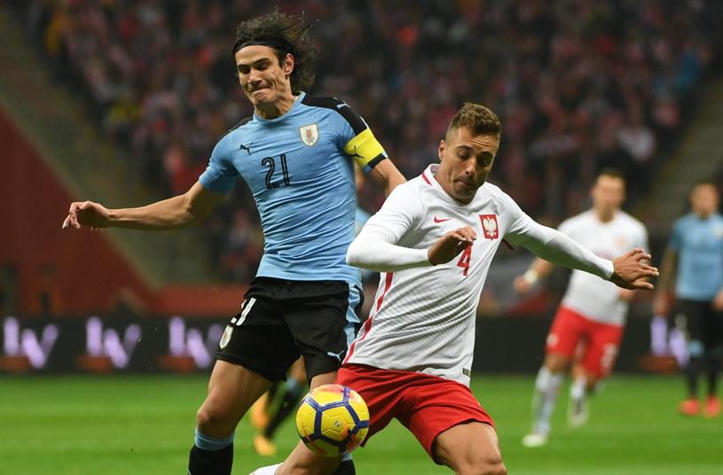 Zawodnik piłkarskiej reprezentacji Polski Thiago Cionek (P) i Edinson Cavani (L) z Urugwaju /Bartłomiej Zborowski /PAP