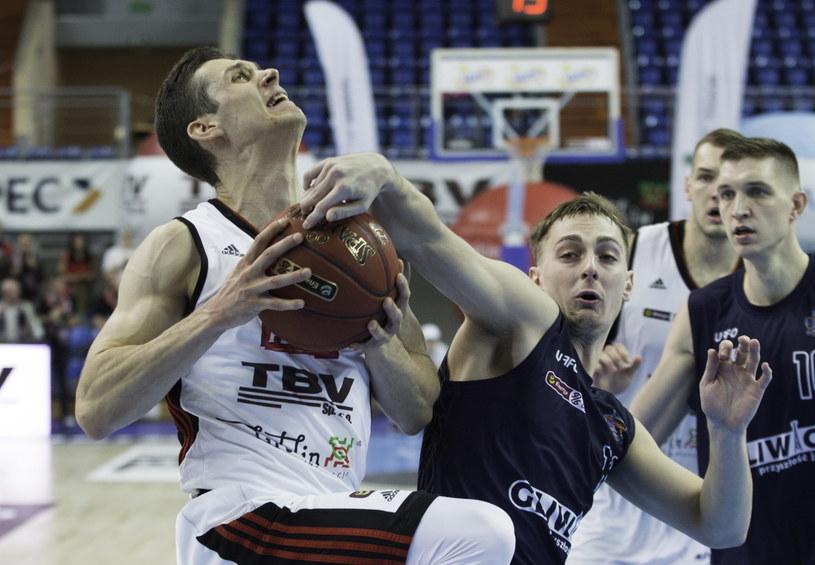 Zawodnik TBV Startu Lublin Michael Gospodarek (L) i Riley Lachance (P) z GTK Gliwice /Wojciech Jargiło /PAP
