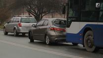 Zawodowy kierowca nie wiedział, jak zachować się po spowodowaniu kolizji. Wezwano więc policję