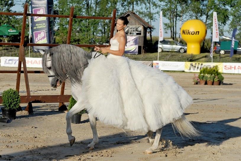 Zawody konne i urodziny Piotra Kraśki w Gałkowie. Na zdjęciu Kinga Rusin, fot. Viphoto /East News