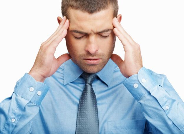 Zawroty głowy mogą byc sygnalem poważnej choroby. /123RF/PICSEL