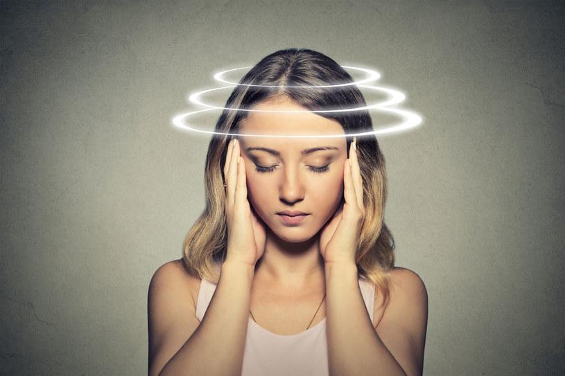 Zawroty głowy mogą mieć różne przyczyny. Mogą świadczyć o poważnej chorobie /123RF/PICSEL