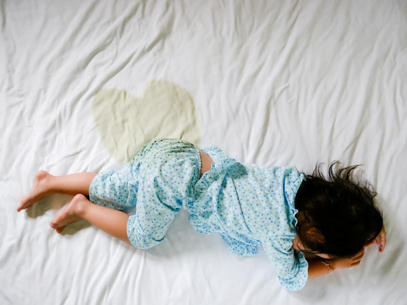 Zawstydzanie i ośmieszanie dziecka nie rozwiąże problemu, a przeciwnie, wywoła kolejny /123RF/PICSEL