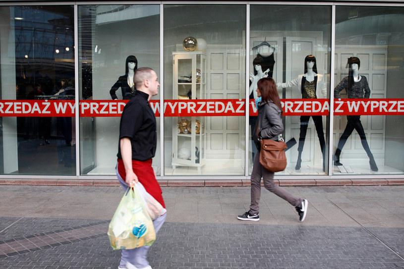 Zawsze mamy prawo składać reklamacje - dotyczy to wszystkich zakupów - zarówno w sklepach stacjonarnych, jak i internetowych /123RF/PICSEL