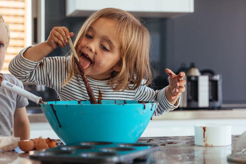 Zawsze można dzieci zaangażować do zajęć domowych /123RF/PICSEL