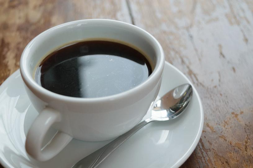 Zbadano też, że picie małej, czarnej kawy może opóźnić rozwój demencji po ok. 8 lat /123RF/PICSEL