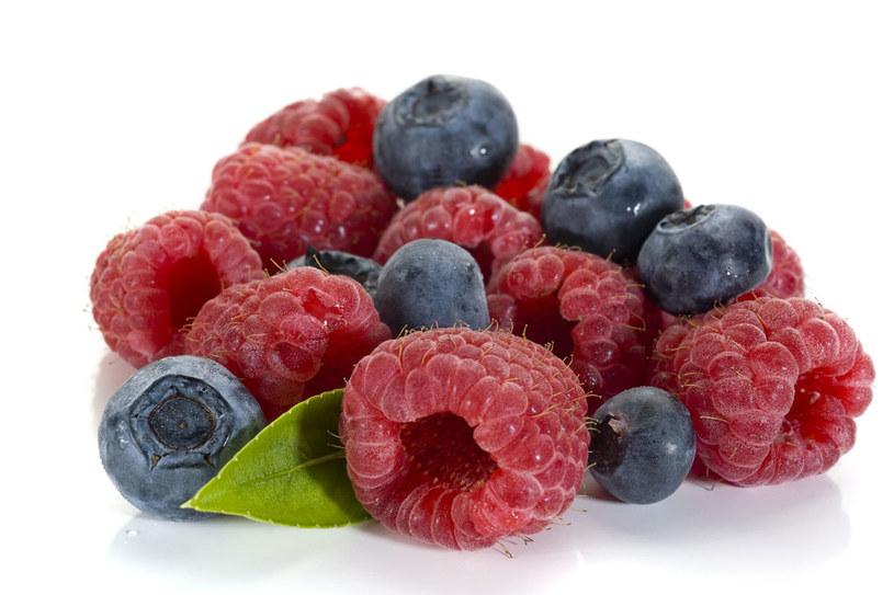 Zbierając owoce leśne, trzymaj ręce daleko od ust. Po powrocie do domu umyj dokładnie dłonie /123RF/PICSEL