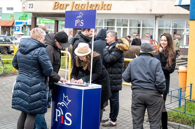 Zbieranie podpisów poparcia dla prezydenta RP Andrzeja Dudy / Tytus Żmijewski    /PAP
