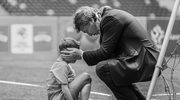 Zbigniew Boniek pociesza młodego zawodnika po przegranym meczu