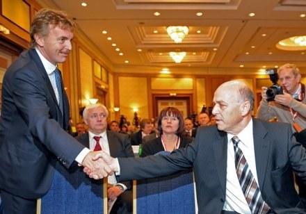 Zbigniew Boniek (z lewej) i prezez PZPN, Grzegorz Lato. /AFP