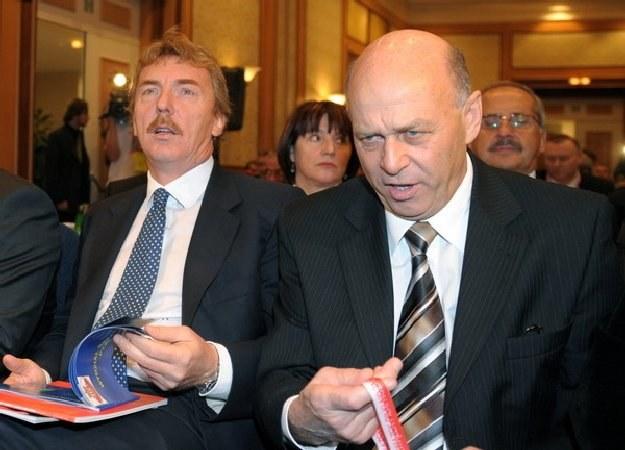 Zbigniew Boniek (z lewej) obok prezesa PZPN-u Grzegorza Lato /AFP