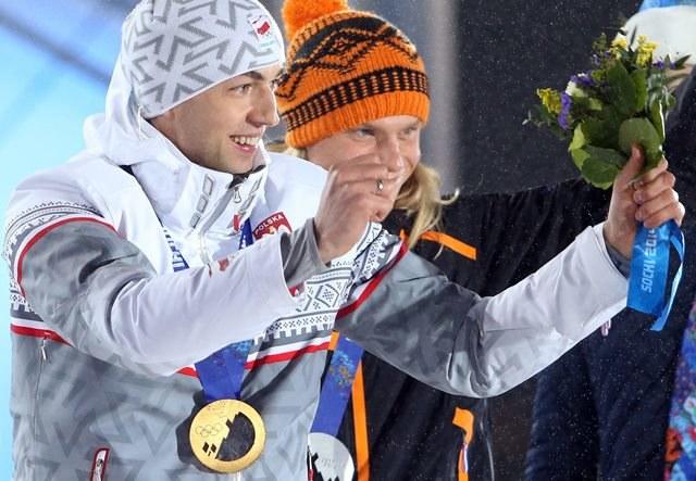 Zbigniew Bródka i Koen Verweij na podium /TATYANA ZENKOVICH  /PAP/EPA