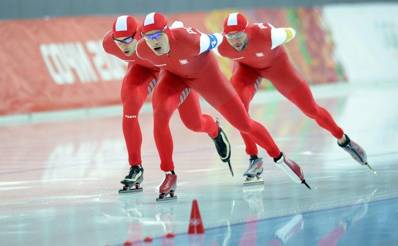 Zbigniew Bródka, Jan Szymański i Konrad Niedźwiedzki podczas igrzysk w Soczi /AFP