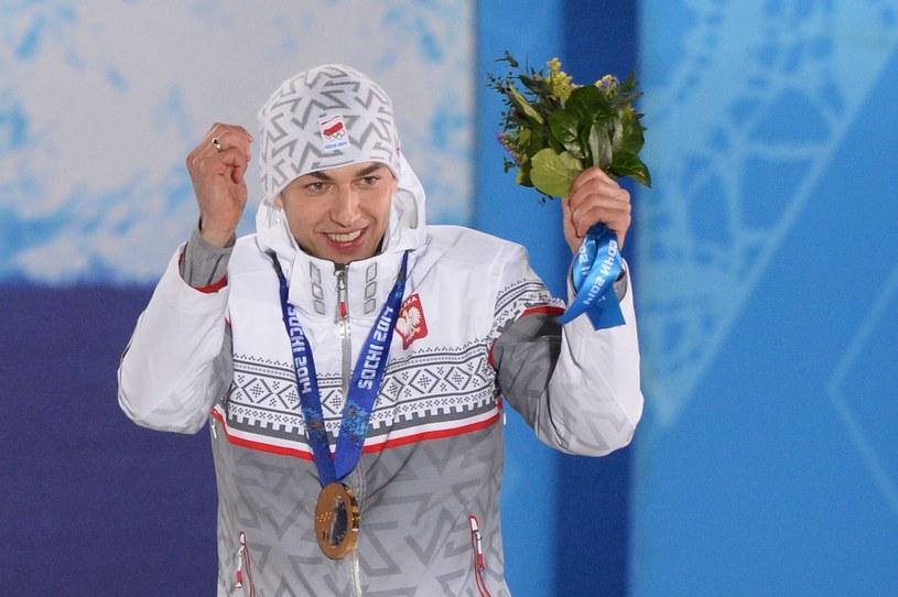 Zbigniew Bródka na podium w Soczi /AFP