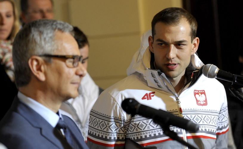 Zbigniew Bródka (z prawej) na spotkaniu z ministrem sportu i turystyki Andrzejem Biernatem /Fot. Bartłomiej Zborowski /PAP