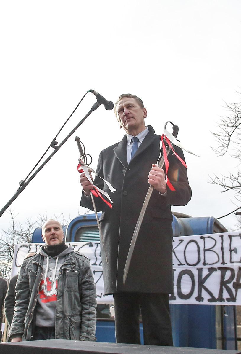 Zbigniew Jarząbek podczas manifestacji przed niemeickim konsulatem w 2016 roku / Krzysztof Zatycki /FORUM