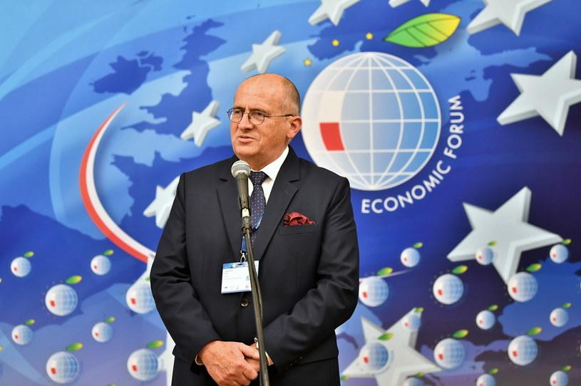 Zbigniew Rau podczas konferencji prasowej w Karpaczu / Maciej Kulczyński    /PAP