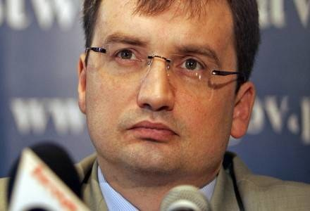 Zbigniew Ziobro awansuje swoich ludzi, by mieć informatorów w prokuraturze? /AFP
