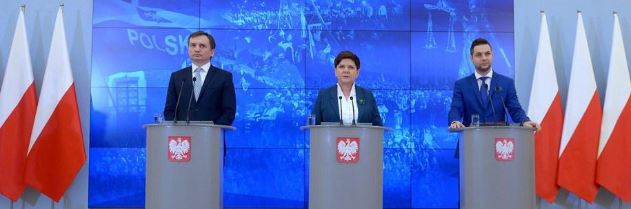 Zbigniew Ziobro, Beata Szydło i Patryk Jaki /PAP/Marcin Obara /PAP