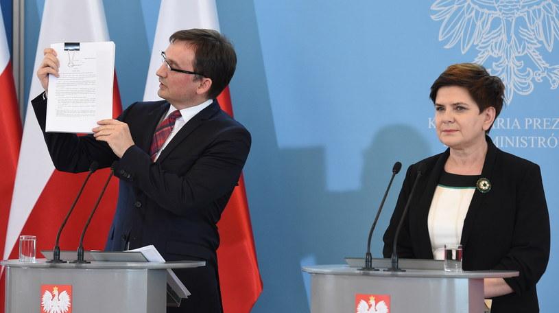 Zbigniew Ziobro i Beata Szydło /Radek Pietruszka /PAP