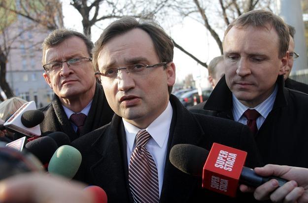 Zbigniew Ziobro oraz Tadeusz Cymański i Jacek Kurski, fot. Bartłomiej Zborowski /PAP