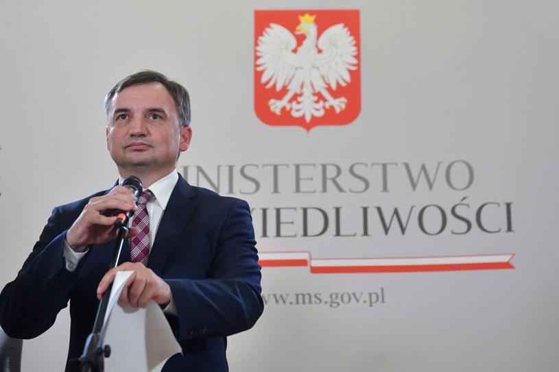 Zbigniew Ziobro podczas poniedziałkowej konferencji prasowej / Radek Pietruszka   /PAP