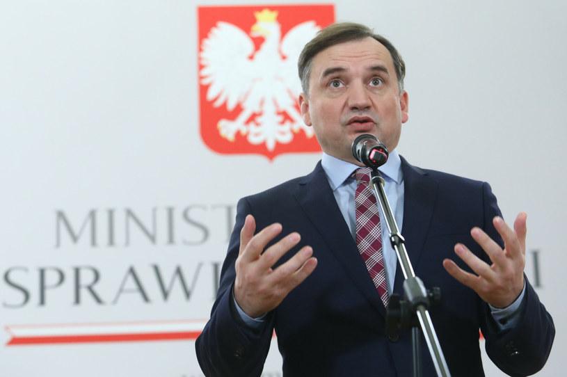 Zbigniew Ziobro podczas poniedziałkowej konferencji prasowej /Tomasz Jastrzębowski /Reporter