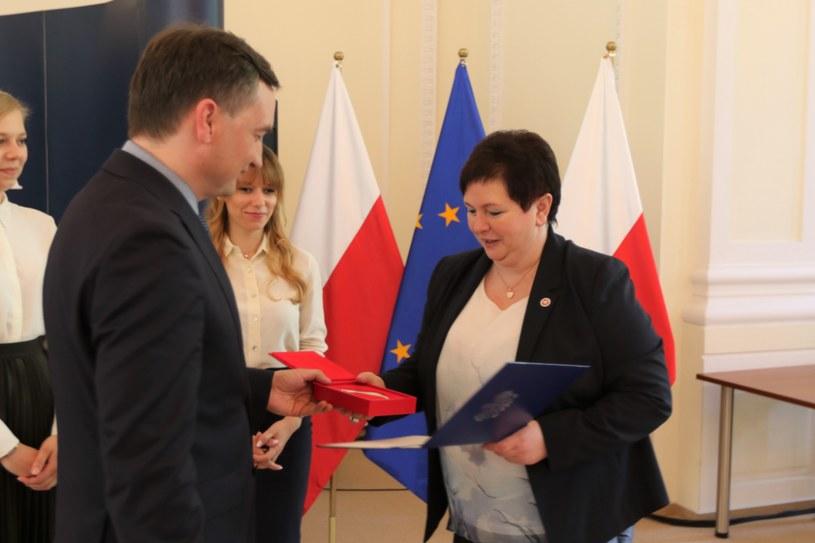 Zbigniew Ziobro wręcza medal, fot. Prokuratura Krajowa /www.pk.gov.pl /