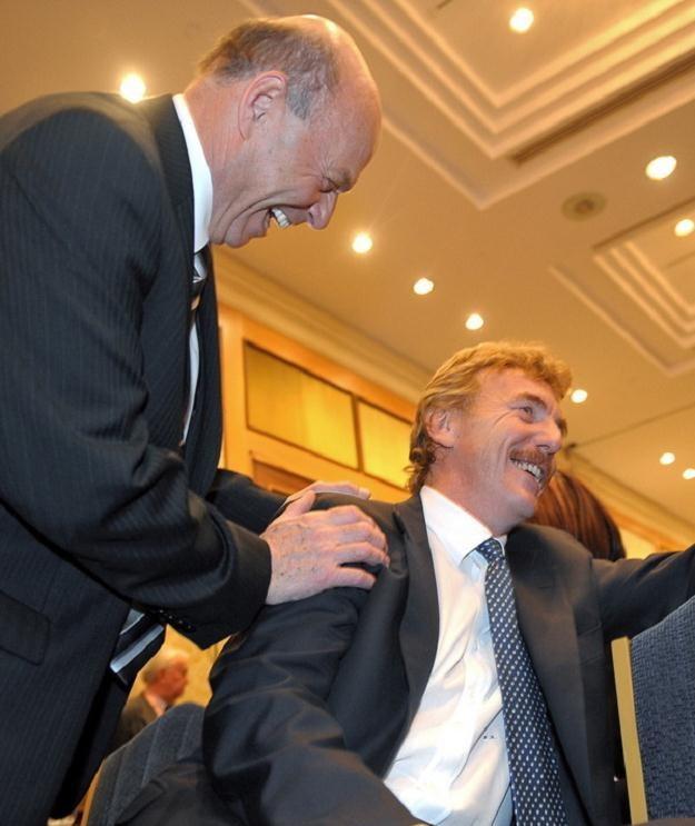 Zbigniewa Bońka nie interesuje to, aby zająć fotel Grzegorza Laty (z lewej). /AFP