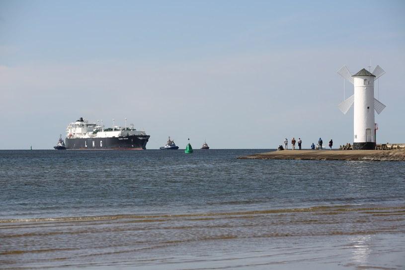 Zbiornikowiec LNG Clean Ocean w Świnioujściu /East News