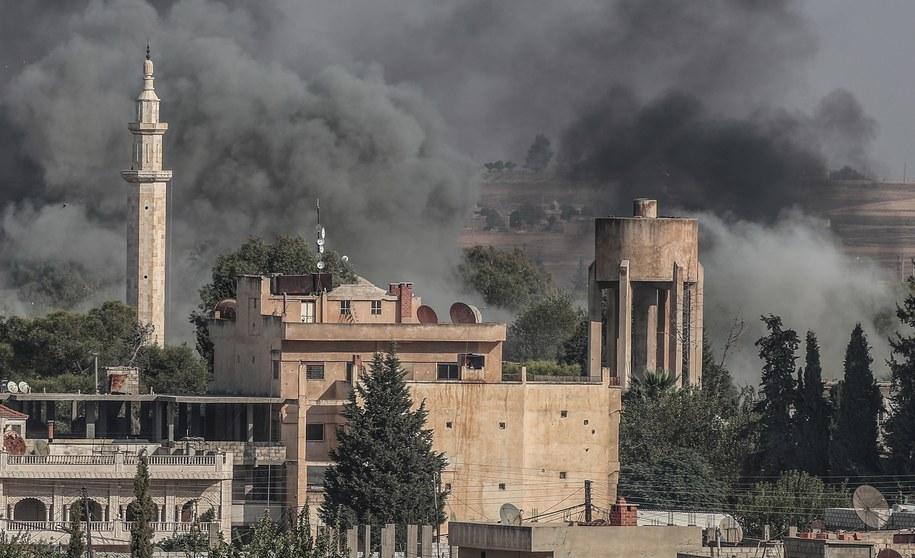 Zbombardowane Ras al-Ajn /SEDAT SUNA /PAP/EPA
